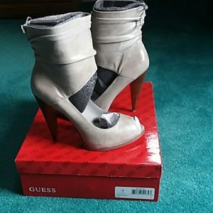 Guess grey leather shootie size 10 NWT